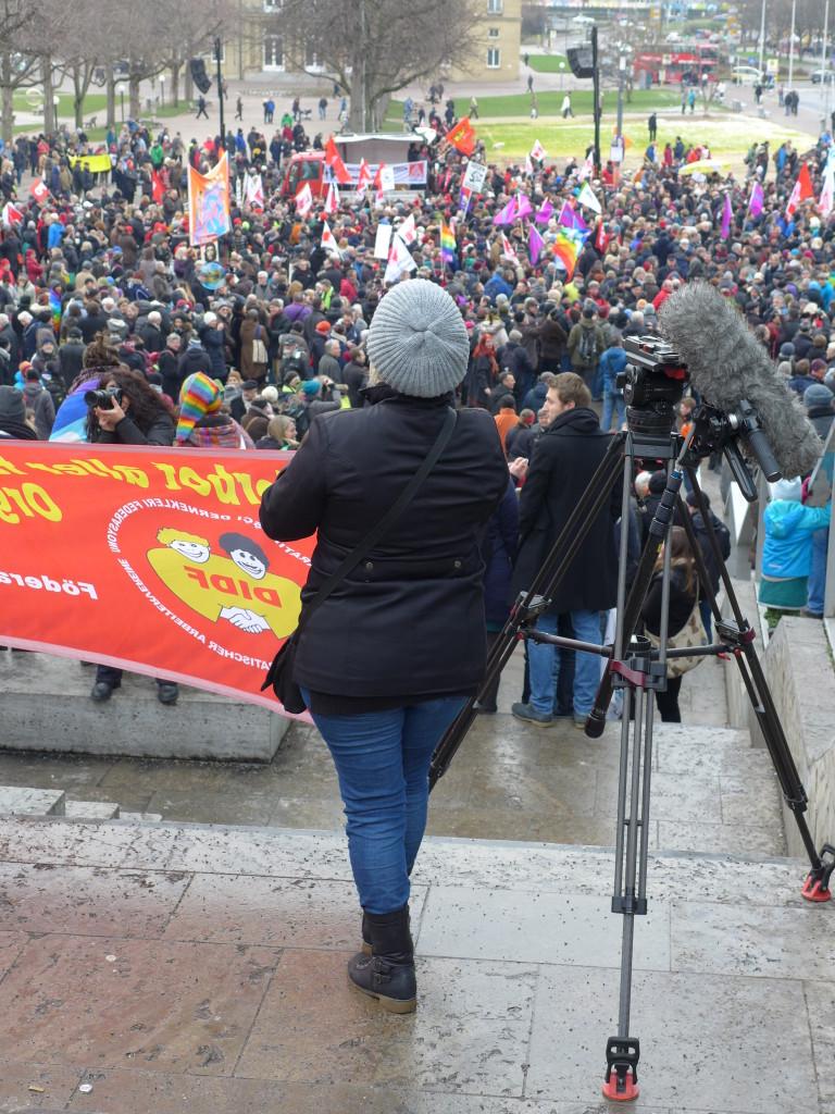 """Demonstration Bündnis """"Halt. zusammen. Baden-Württemberg gegen Rassismus und Gewalt"""" Stuttgart Schlossplatz"""